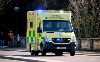 Ambulance crews in England to use iPads to assess accident and stroke victims